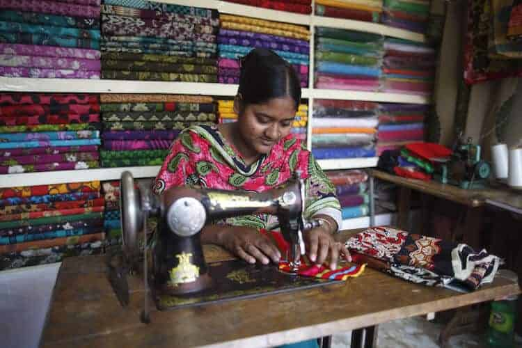 Female garment workers still don't enjoy the same job opportunities as men. (photo: © ILO)